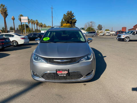 2019 Chrysler Pacifica for sale at First Choice Auto Sales in Bakersfield CA