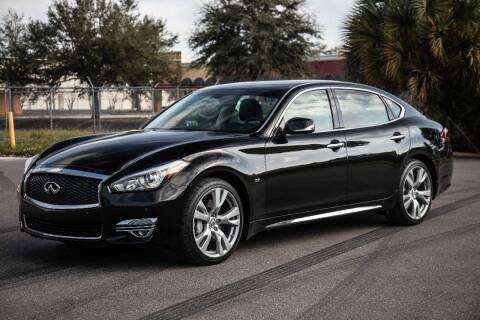 2015 Infiniti Q70L for sale at Exquisite Auto in Sarasota FL