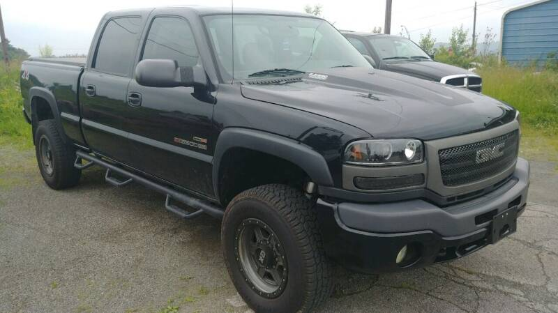 2005 GMC Sierra 2500HD for sale at AutoBoss PRE-OWNED SALES in Saint Clairsville OH