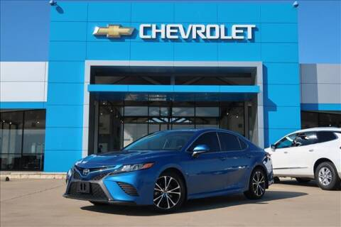 2018 Toyota Camry for sale at Lipscomb Auto Center in Bowie TX