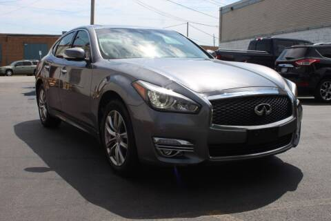 2015 Infiniti Q70 for sale at Square Business Automotive in Milwaukee WI