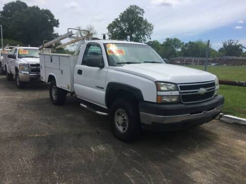 2006 Chevrolet Silverado 2500HD for sale at BROWNSFIELD AUTO SALES in Baton Rouge LA