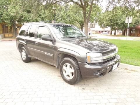 2004 Chevrolet TrailBlazer for sale at Family Truck and Auto.com in Oakdale CA