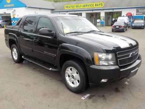 2009 Chevrolet Avalanche for sale at RTE 123 Village Auto Sales Inc. in Attleboro MA