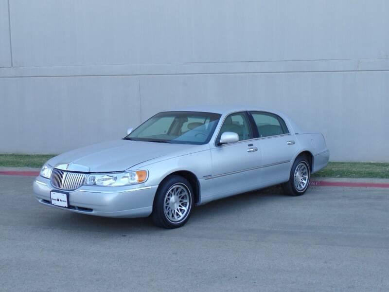 2002 Lincoln Town Car for sale at CROWN AUTOPLEX in Arlington TX