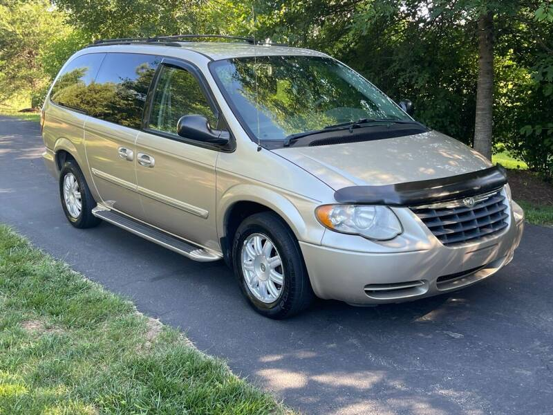 2006 Chrysler Town and Country for sale at Economy Auto Sales in Dumfries VA