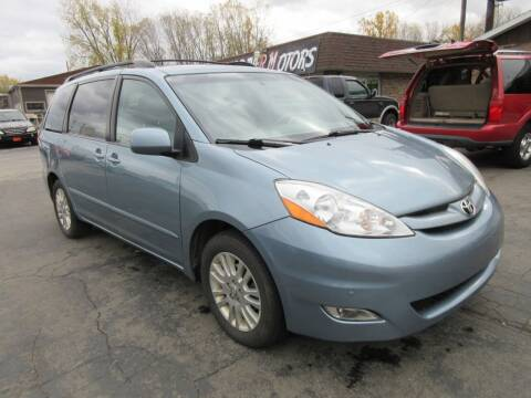 2009 Toyota Sienna for sale at Fox River Motors in Green Bay WI