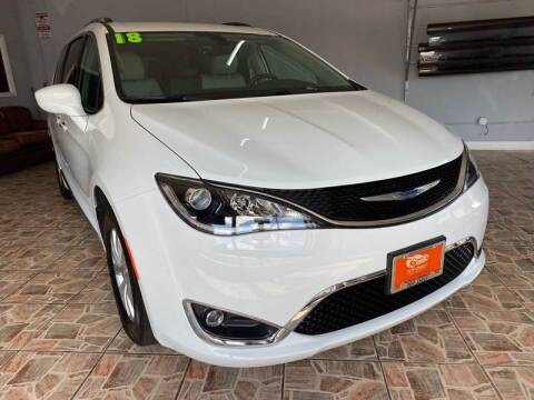 2018 Chrysler Pacifica for sale at TOP SHELF AUTOMOTIVE in Newark NJ