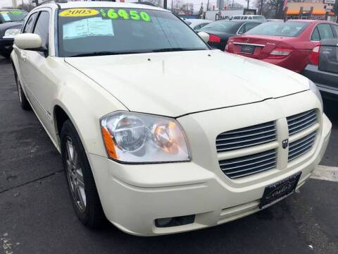 2005 Dodge Magnum for sale at Costas Auto Gallery in Rahway NJ