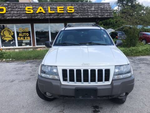 2004 Jeep Grand Cherokee for sale at BELL AUTO & TRUCK SALES in Fort Wayne IN