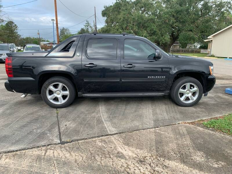 2013 Chevrolet Avalanche for sale at Uncle Ronnie's Auto LLC in Houma LA
