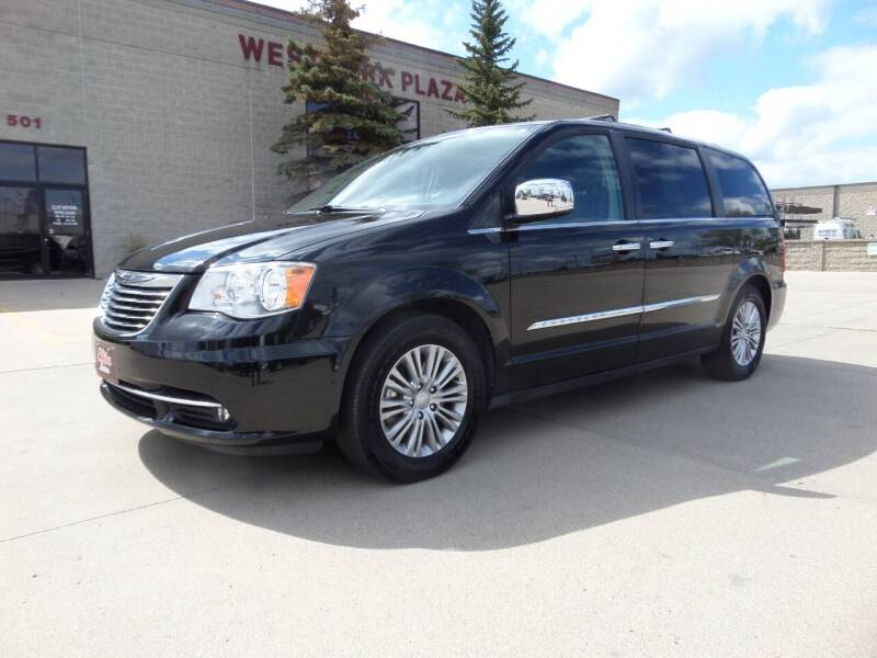 2016 Chrysler Town and Country for sale at Elite Motors in Fargo ND
