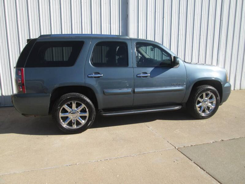 2007 GMC Yukon for sale at Parkway Motors in Osage Beach MO