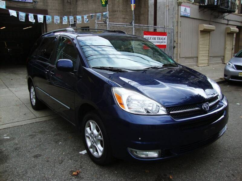 2005 Toyota Sienna for sale at Discount Auto Sales in Passaic NJ