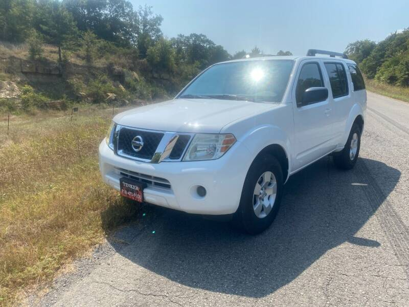 2010 Nissan Pathfinder for sale at TINKER MOTOR COMPANY in Indianola OK
