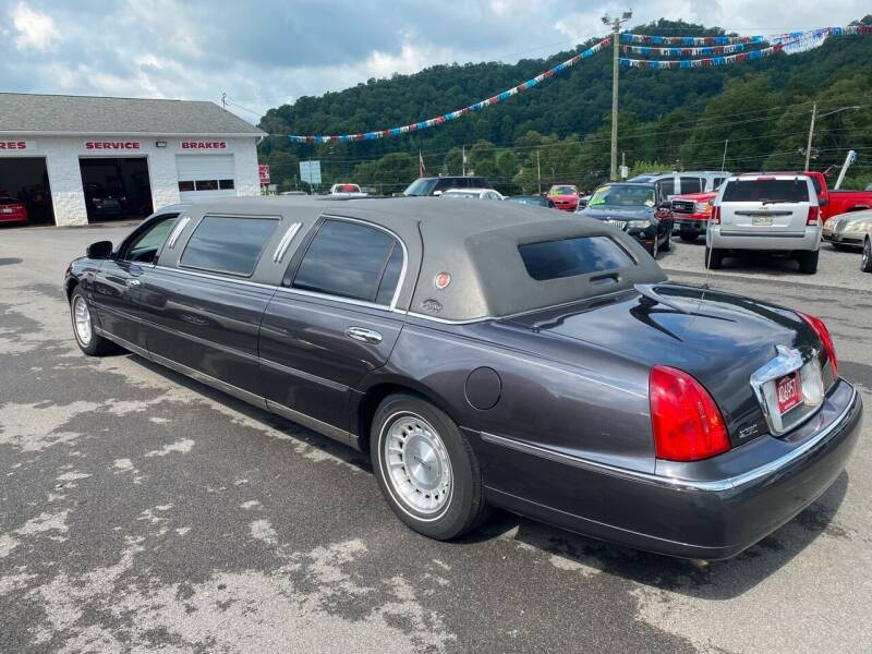 1999 Lincoln Town Car Executive 4dr Sedan w/ Limousine Builder Package - Bristol TN
