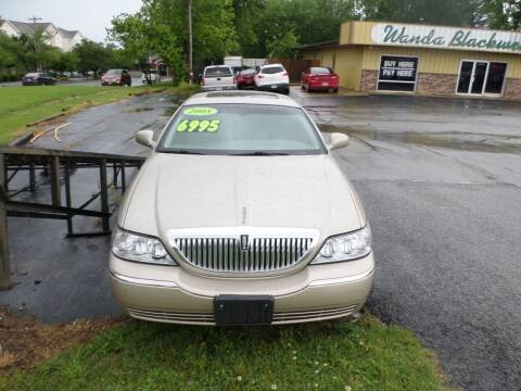 2005 Lincoln Town Car for sale at Credit Cars of NWA in Bentonville AR