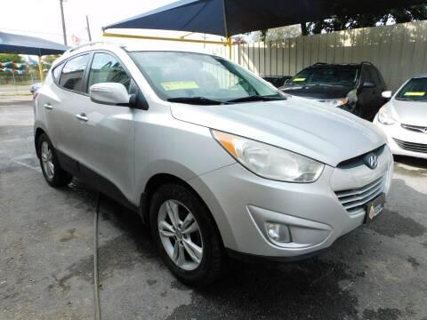 2013 Hyundai Tucson for sale at Midtown Motor Company in San Antonio TX