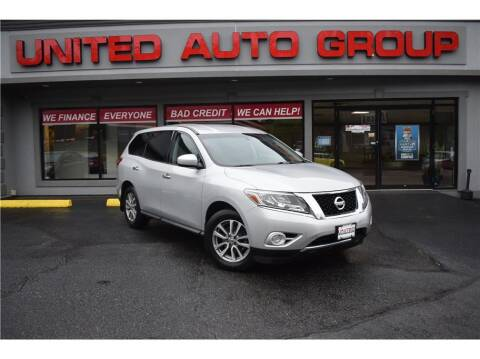 2014 Nissan Pathfinder for sale at United Auto Group in Putnam CT