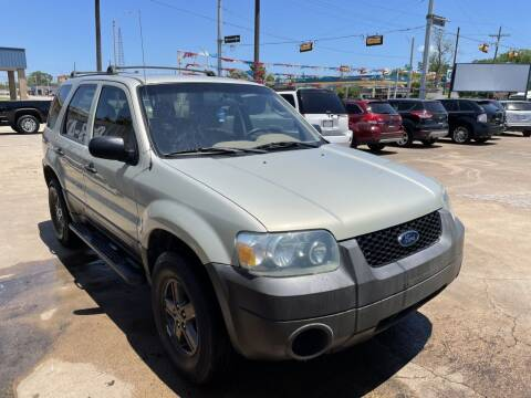 2005 Ford Escape for sale at AMERICAN AUTO COMPANY in Beaumont TX