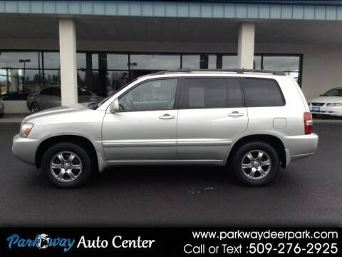 2004 Toyota Highlander for sale at PARKWAY AUTO CENTER AND RV in Deer Park WA