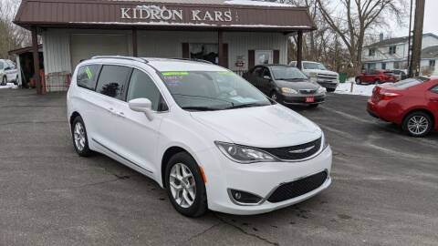 2018 Chrysler Pacifica for sale at Kidron Kars INC in Orrville OH