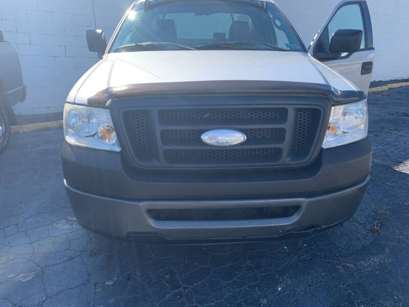 2006 Ford F-150 for sale at JORDAN AUTO SALES in Youngstown OH