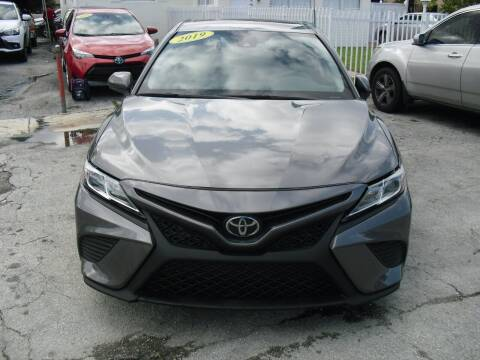 2019 Toyota Camry for sale at SUPERAUTO AUTO SALES INC in Hialeah FL