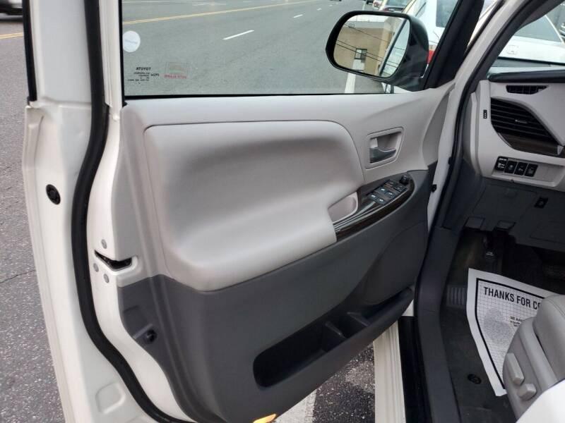 2016 Toyota Sienna Limited Premium 7-Passenger 4dr Mini-Van - Freeport NY