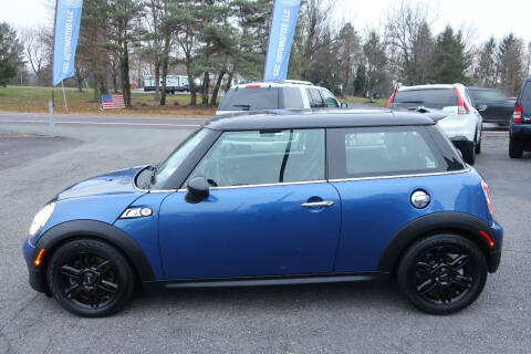 2013 MINI Hardtop for sale at GEG Automotive in Gilbertsville PA