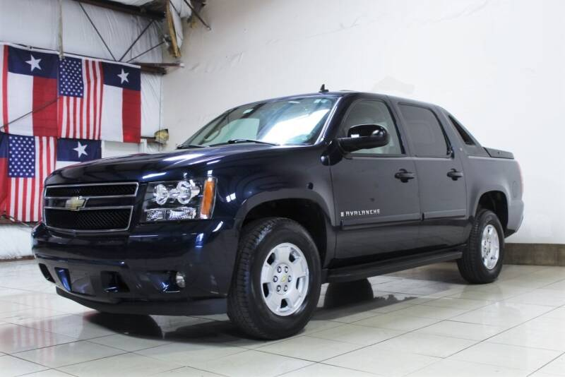 2008 Chevrolet Avalanche for sale at ROADSTERS AUTO in Houston TX