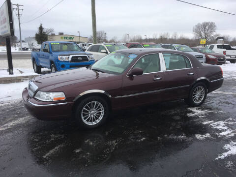 2006 Lincoln Town Car for sale at JACK'S AUTO SALES in Traverse City MI