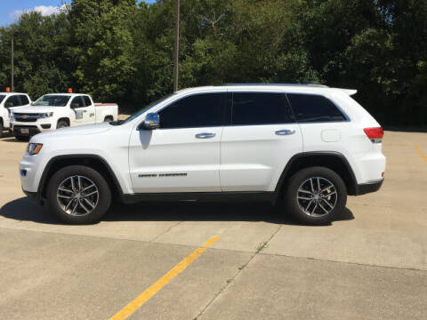 2017 Jeep Grand Cherokee for sale at LANDMARK OF TAYLORVILLE in Taylorville IL