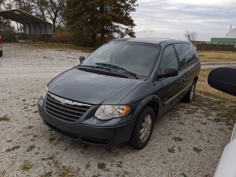 2006 Chrysler Town and Country for sale at Halstead Motors LLC in Halstead KS