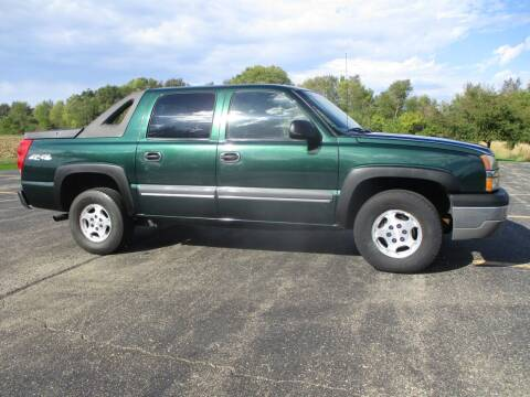 2004 Chevrolet Avalanche for sale at Crossroads Used Cars Inc. in Tremont IL
