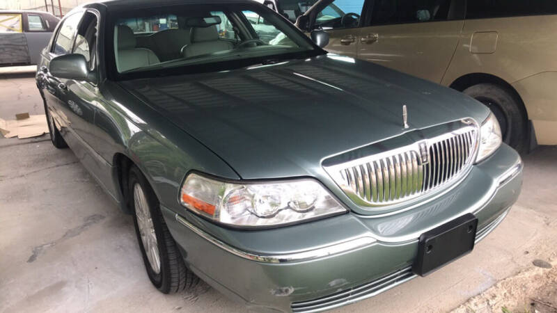 2004 Lincoln Town Car for sale at 4 Girls Auto Sales in Houston TX