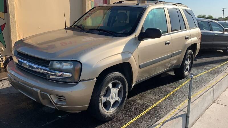2005 Chevrolet TrailBlazer for sale at 911 AUTO SALES LLC in Glendale AZ