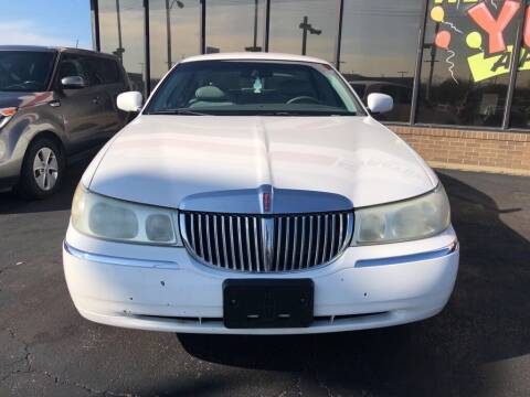 2001 Lincoln Town Car for sale at Johnnie B Automart in Memphis TN