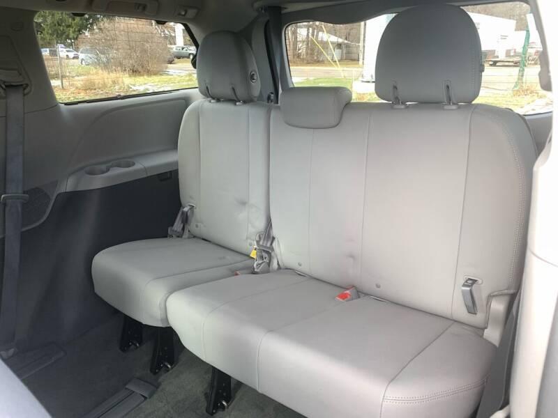 2016 Toyota Sienna AWD XLE 7-Passenger 4dr Mini-Van - Farmington MN