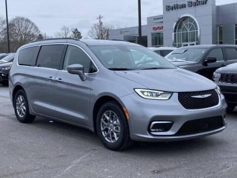 2021 Chrysler Pacifica for sale at Betten Baker Chrysler Dodge Jeep Ram in Lowell MI
