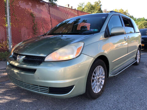2007 Toyota Sienna for sale at Deleon Mich Auto Sales in Yonkers NY