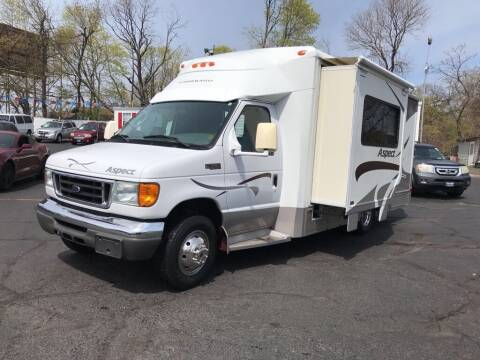 2005 Ford E-Series Chassis for sale at Certified Auto Exchange in Keyport NJ