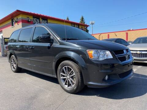 2017 Dodge Grand Caravan for sale at MIDWEST CAR SEARCH in Fridley MN