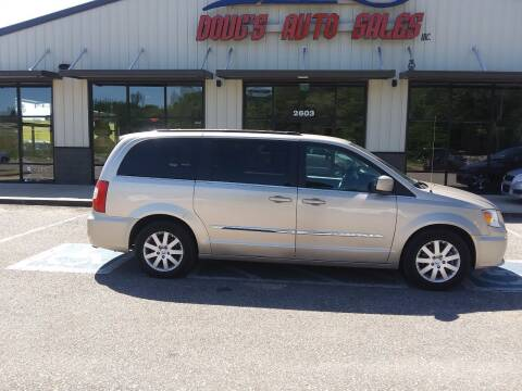 2016 Chrysler Town and Country for sale at DOUG'S AUTO SALES INC in Pleasant View TN