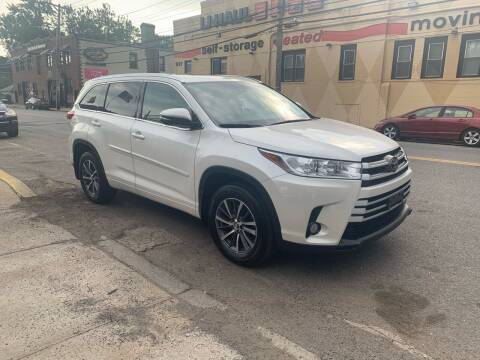 2017 Toyota Highlander for sale at Deleon Mich Auto Sales in Yonkers NY