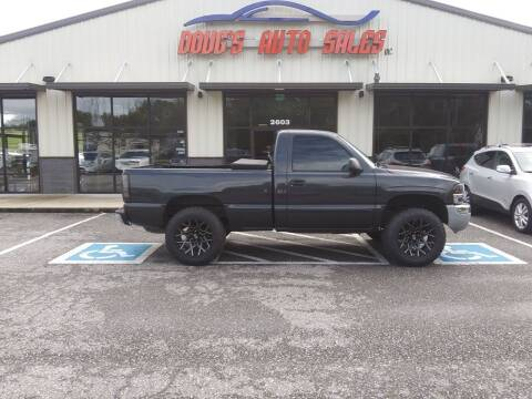 2004 GMC Sierra 1500 for sale at DOUG'S AUTO SALES INC in Pleasant View TN