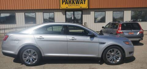 2010 Ford Taurus for sale at Parkway Motors in Springfield IL