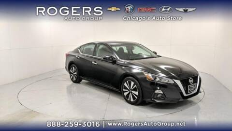 2019 Nissan Altima for sale at ROGERS  AUTO  GROUP in Chicago IL