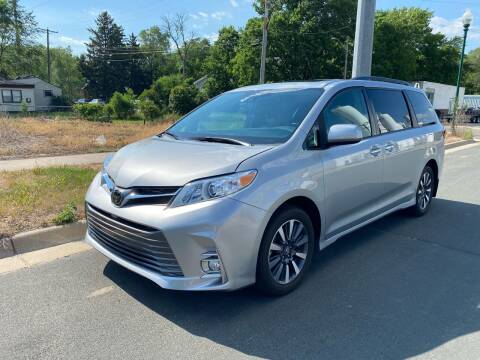 2019 Toyota Sienna for sale at ONG Auto in Farmington MN