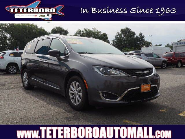 2018 Chrysler Pacifica for sale at TETERBORO CHRYSLER JEEP in Little Ferry NJ